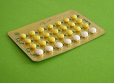 plaquette de pilules sur fond vert